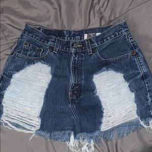 LF Levi's Shorts High Waisted Distressed Size 8